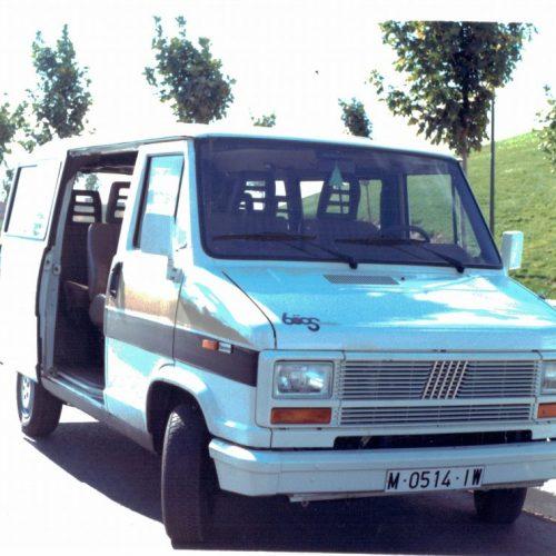 Primer microbus de la empresa